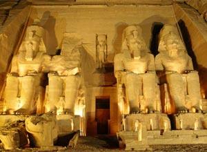 أبناء مصر أولى بالحفاظ على آثارهم
